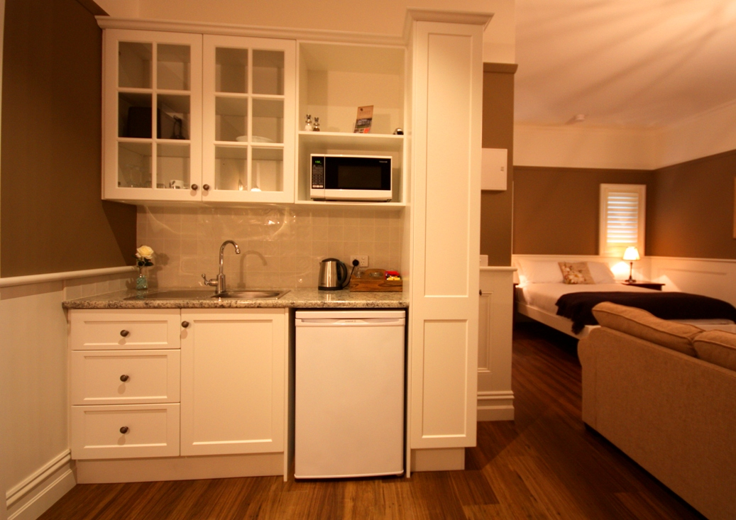 Cottage Kitchenette